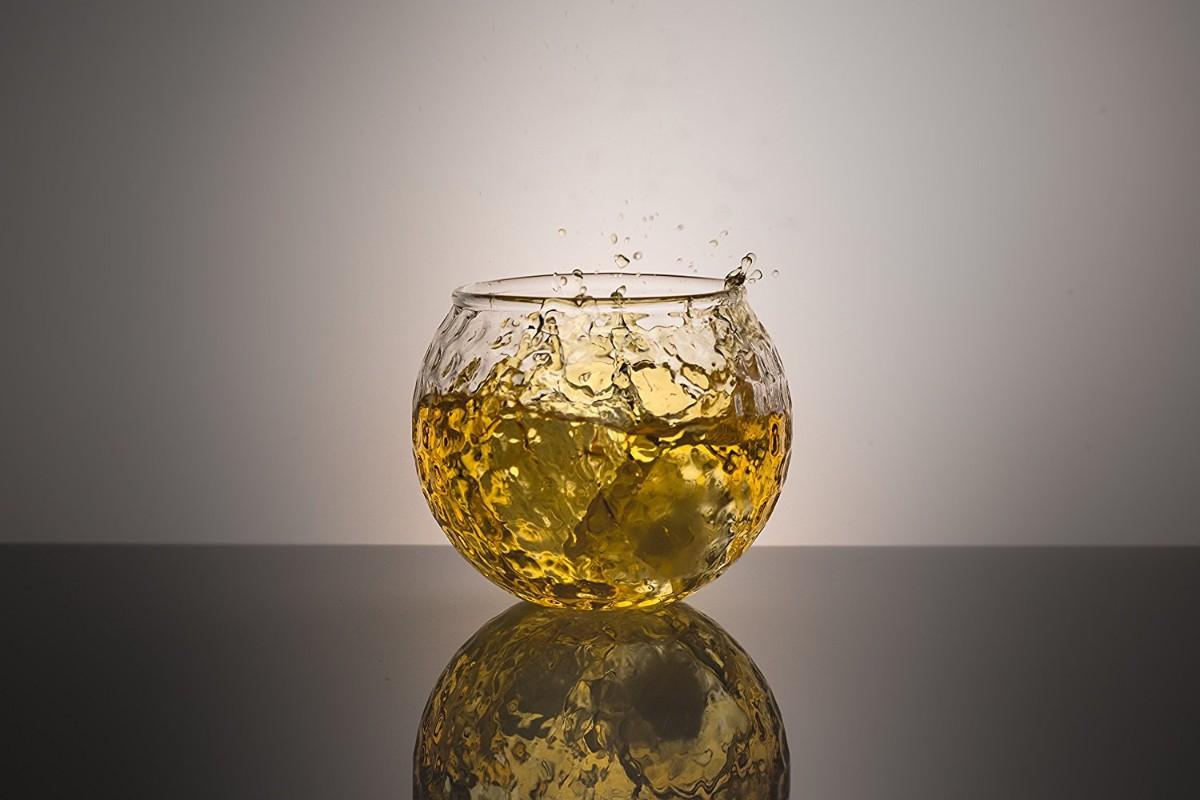 glas voor whiskey in de vorm van een golfbal