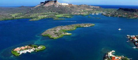 dit eiland voor de kust van Curaçao staat te koop