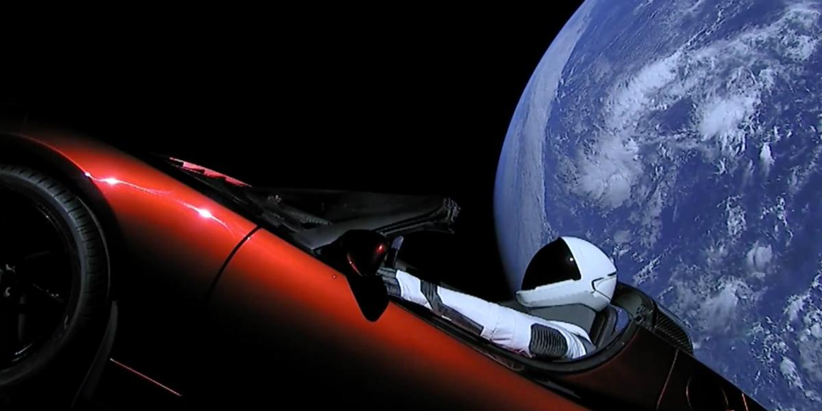 Elon Musk heeft Tesla Roadster de ruimte ingeschoten