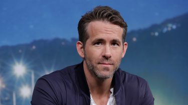 Netflix duurste serie Ryan Reynolds Deadpool Michael Bay