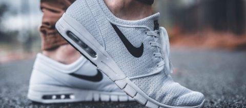 Zo reinig je witte sneakers