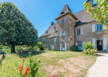 Slaapkamer Franse Vertaling : Voor 12 euro kun jij eigenaar worden van dit franse kasteel