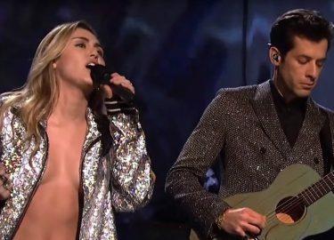 Miley Cyrus nip slip