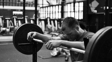 Stop heel snel met deze 8 fitness oefeningen in de sportschool