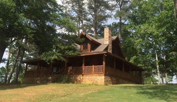 tony stark, avengers endgame, cabin, houten huis, airbnb, vakantie