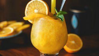 verse jus d'orange, sinaasappelsap, geperst, suiker, gezond, ongezond, vragen, antwoorden