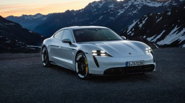 Porsche Taycan vs Tesla Model S P100D dragrace