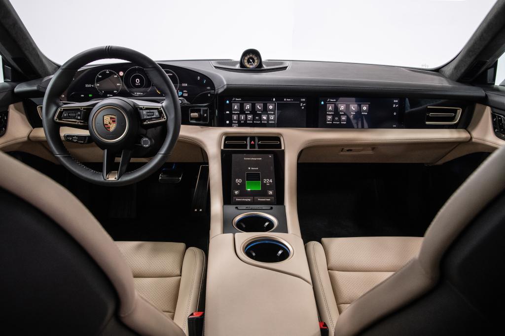 Porsche Taycan 4S elektrische auto interieur