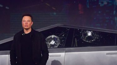 Elon Musk Tesla Cybertruck raam