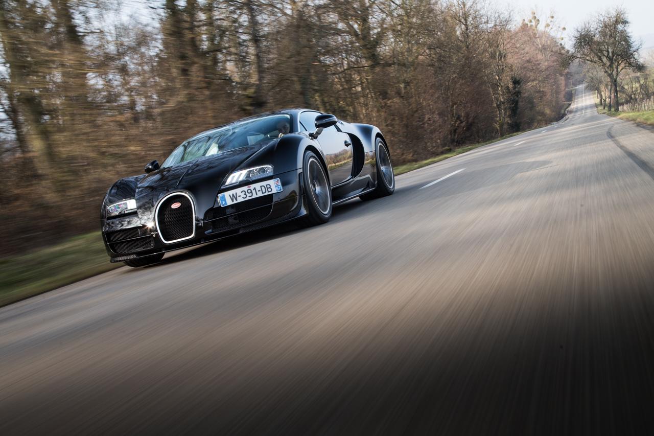 Bugatti Veyron Tesla Model S dragrace 0-100 km/u