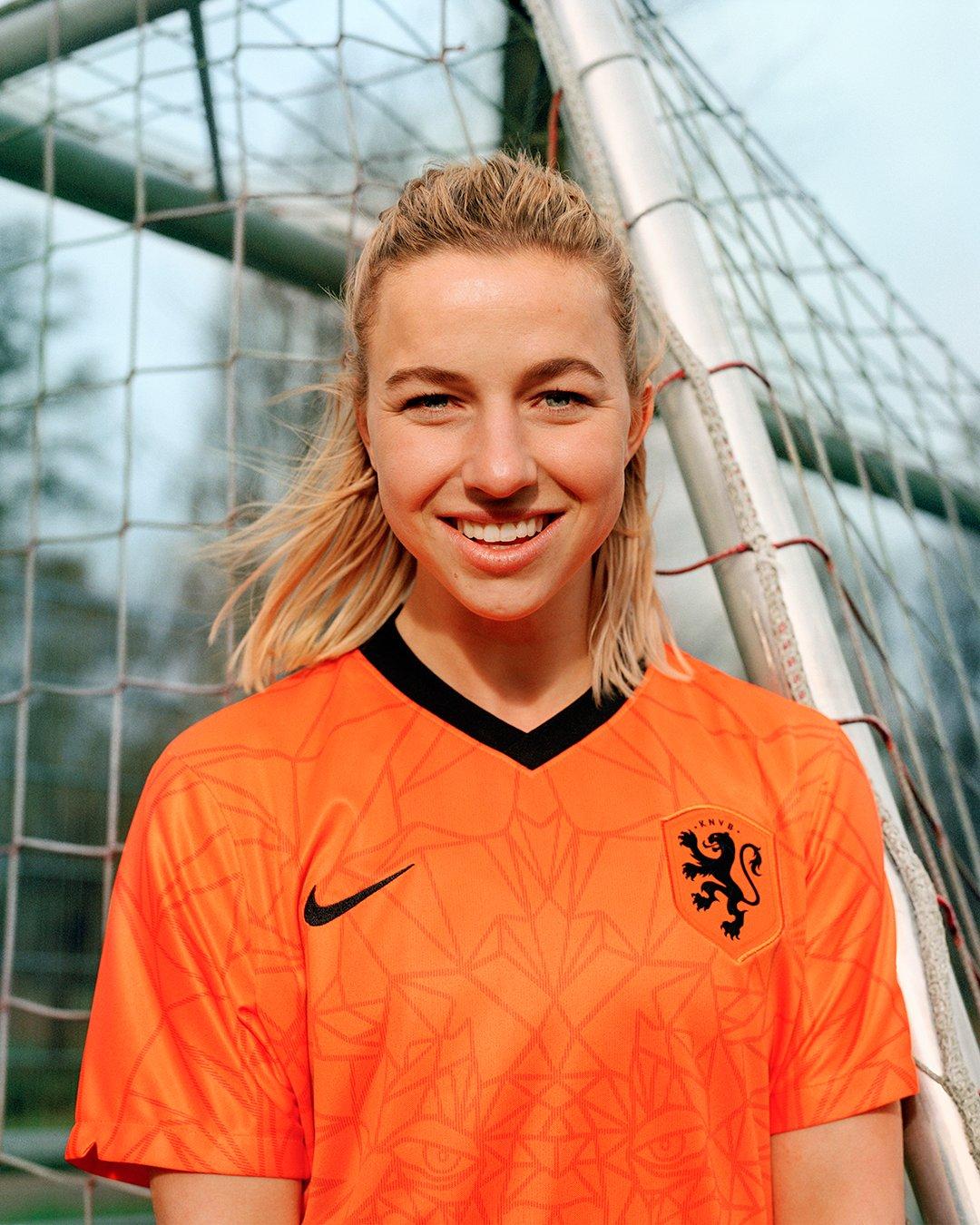 jackie groenen, oranje, nieuw shirt, leeuwinnen, nederlands elftal